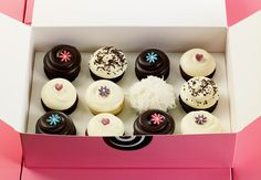 I love Georgetown Cupcakes aka DC Cupcakes on TLC.... one day I hope to try them!  They're so pretty!
