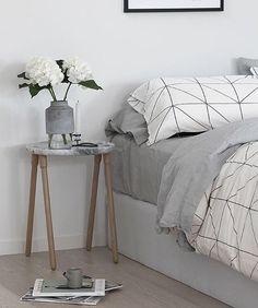 El post de esta semana en www.alwaysinwhite.com os está gustando mucho ☺️ y yo estoy encantada. Por si aún no lo habéis visto, tenéis un montón de ideas inspiradoras que cambiarán la idea que teníais de la #mesilladenoche #buenasnoches #goodnight #bedroom #habitación #nighttable