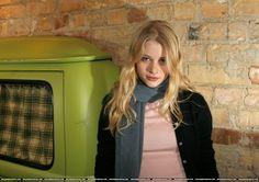 Emilie De Ravin, Actresses, Stars, People, Oc, Models, Facebook, Nature, Fashion