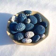 Sigh,  so beautiful and calming.  I really love the color contrasts between light stone and dark yarn.  Crochet covered stones by Margaret Oonem http://www.resurrectionfern.typepad.com
