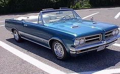 Blue 1964 GTO tri-power convertible in a parking lot. It has Rally I wheels. Aussie Muscle Cars, American Muscle Cars, 1967 Gto, Gto Car, Pontiac Cars, Pony Car, Sweet Cars, Custom Cars, Vintage Cars