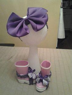 Purple headband and bare feet sandals