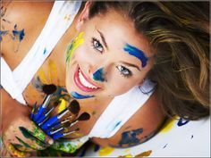senior picture ideas for girls - Google Search. This would be great for my daughter, the artist!