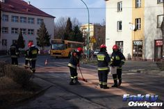 Plama oleju na drodze z Oświęcimia do Zatora #Zator #Przeciszów #straż #strażacy #olej #korek #utrudnienia