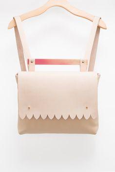 nude Leather back pack / light pink vegan leather /minimalist / wood handle / feminine / laptop bag / leather laptop back pack /nude leather de la boutique VEINAGE sur Etsy