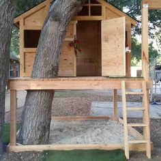 Summertime Project – Build a Playhouse for Your Kids Build A Swing Set, Diy Swing, Building A Treehouse, Build A Playhouse, Easy Diy Treehouse, Treehouse Ideas, Backyard Swings, Porch Swings, Backyard Ideas