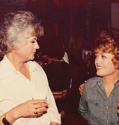 The Golden Girls on the set of Maude Estelle Getty, Betty White, Naive, Golden Girls Quotes, Rue Mcclanahan, Bea Arthur, Beautiful Soup, Beautiful Things, Beautiful People
