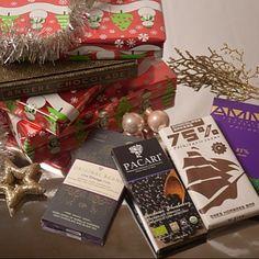 Jiehaaa de decemberbox is nu te bestellen in de Andere Chocolade cadeauwinkel! Leuk als sint- of kerstcadeau voor iedere chocoladeliefhebber in je familie of gewoon voor jezelf om tijdens een kerstfilmmarathon lekker van te genieten.. #topidee #kerst #sinterklaas #cadeau #pakjesavond #chocolade #kado #box #chocoladerepen #decemberbox #anderechocolade #chocoladeverzekering #beantobar #premium #puur #chocola #biologisch
