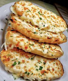 Think Food, I Love Food, Good Food, Yummy Food, Cheesy Garlic Bread, Garlic Cheese, Food Goals, Eat Smarter, Aesthetic Food