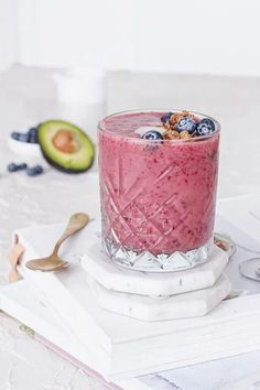 Glowing Skin Smoothie | The Nourished Mind Healthy Eating Recipes, Healthy Fats, Healthy Skin, Whole Food Recipes, Food For Glowing Skin, Organic Recipes, Ethnic Recipes, Skin Elasticity, Almond Cakes