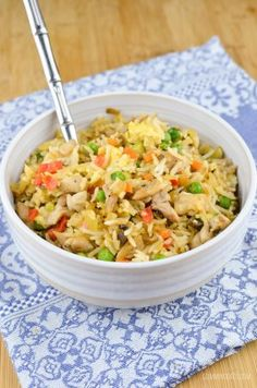 Slimming Eats Chicken Fried Rice - gluten free, dairy free, Slimming World and Weight Watchers friendly Chinese Fakeaway, Syn Free Food, Low Carb Brasil, Slimming World Recipes Syn Free, Slimming Eats, Slimming Word, Clean Eating, Healthy Eating, Healthy Lunches