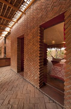 Brick bearing wall with an unconventional way of creating door openings at Casa Tabique in La Paz by TAC Taller de Arquitectura Contextual. Brick Architecture, Architecture Details, Interior Architecture, Tectonic Architecture, Workshop Architecture, Brick Interior, Amazing Architecture, Brick Design, Exterior Design