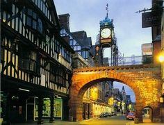 The_Eastgate_Chester_At_Night.jpg (540×412)