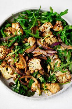 Veggie Recipes, Salad Recipes, Vegetarian Recipes, Cooking Recipes, Healthy Recipes, Vegan Vegetarian, Roasted Cauliflower Salad, Roasted Garlic, Pesto Potatoes