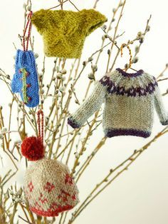 Free knitting patterns for tiny ornaments