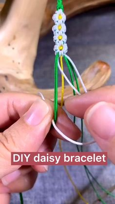 Diy Friendship Bracelets Tutorial, Friendship Bracelets Designs, Diy Bracelets Easy, Bracelet Crafts, Bracelet Tutorial, Diy Friendship Gifts, Jewelry Crafts, Diy Bracelets With String, Macrame Jewelry Tutorial