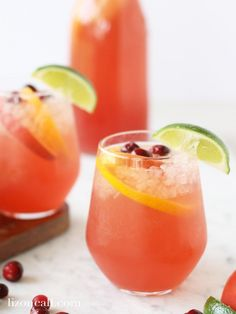 This holiday party punch recipe is the perfect non-alcoholic party drink to serve at any holiday gathering. Guests young and old will love this easy party punch recipe. Alcoholic Punch Recipes, Easy Alcoholic Drinks, Party Punch Recipes, Party Drinks Alcohol, Drinks Alcohol Recipes, Alcohol Punch, Healthy Drinks, Drink Recipes, Thanksgiving Punch