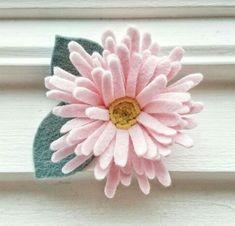 Creating Felt Flowers ~ The Magic World of Dreams Faux Flowers, Diy Flowers, Fabric Flowers, Paper Flowers, Fabric Flower Headbands, Felt Headband, Felt Diy, Felt Crafts, Felt Flower Bouquet