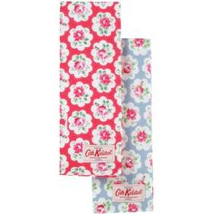 This cheerful set of tea towels means that no one will ever have an excuse when it comes to drying up.  Add some creative flair to your kitchen with our pretty Provence Rose prints in red and blue.  Complete the look with matching oven glove and apron.