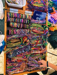 q: do you wear friendship bracelets? a: i wear 5 q: do you wear friendship bracelets? a: i wear 5 Summer Bracelets, Cute Bracelets, Yarn Bracelets, Ankle Bracelets, Cute Jewelry, Jewelry Accessories, Mundo Hippie, Cute Friendship Bracelets, Happy Vibes