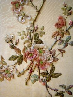 Zardosi Embroidery, Silk Ribbon Embroidery, Crewel Embroidery, Vintage Embroidery, Floral Embroidery, Embroidery Patterns, L'art Du Ruban, Art Textile, Ribbon Art