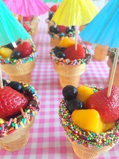 Traktatietip voor peuters & kleuters: IJsbakjes met fruit! / Healthy treat for toddlers: ice cream lookalike fruit!