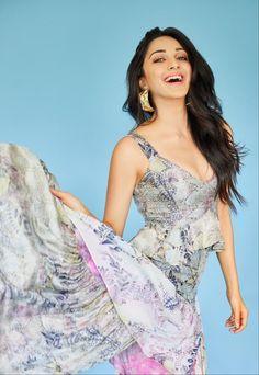 Image may contain: one or more people and people standing Indian Actress Pics, Bollywood Actress Hot Photos, Indian Actresses, Beautiful Girl Image, Gorgeous Women, Beautiful Gorgeous, Kaira Advani, Kiara Advani Hot, Short Long Dresses