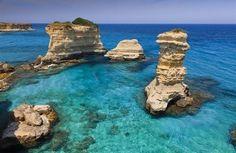 Da Otranto a Porto Cesareo quando non c'è nessuno, tra borghi bianchi in mezzo agli ulivi, dune di sabbia e scogliere accarezzate dal vento. Per regalarsi un ultimo bagno, nella luce morbida dell'estate che si spegne