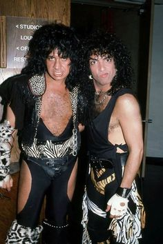 KISS- Gene Simmons & Paul Stanley on the set of Heavens On Fire 1984 Paul Stanley, Paul Kiss, Heavens On Fire, Kiss Group, Gene Simmons Kiss, Kiss Images, Kiss Pictures, Kiss Me Love, Eric Carr