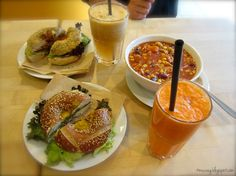 Regina hat einen Schlemmertag in Berlin verbracht. Hier das Essen im Veganz.  http://mucveg.blogspot.de/2012/09/berlina-i-heart-you.html#