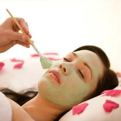 Shinny Threading Salon is the best facial salon in NYC. Our full facial treatment may involve the following steps. The processes and products may differ from person to person depending on their preferences and skin types