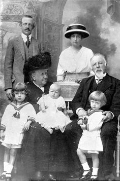 Princess Isabel and Count D'Eu, with their grandchildren. Standing, Prince Imperial Luis of Orléans-Braganza and his wife, Princess-Consort Maria Pia of Bourbon-Two Sicilies. 1913.