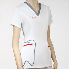 Uniformes sanitarios diseñados para ópticas, clínicas y farmacias. Dental Uniforms, Healthcare Uniforms, Dental Scrubs, Medical Scrubs, Scrubs Outfit, Scrubs Uniform, Dental Clinic Logo, Stylish Scrubs, Rainbow Fashion