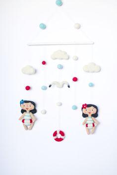 Culla bambino Mobile, nautica ragazza mobile, retrò nuotatore bambole, Marino nursery decor, appeso mobile, mobile di spiaggia di OolyWooly su Etsy https://www.etsy.com/it/listing/233809077/culla-bambino-mobile-nautica-ragazza