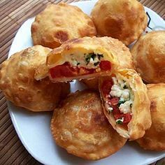 Delicious patties with cheese. Recipes with photos. Pizza and butter tea guests recipe how to do manual work Year Creamy Cauliflower Soup, Fried Pies, Yummy Food, Tasty, Russian Recipes, Food Photo, Cooking Together, Food And Drink, Cooking Recipes
