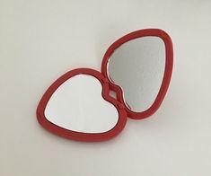 aesthetic, red y heart imagen en We Heart It