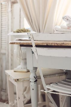 lovely vintage pastels and neutrals Gypsy Style, Boho Gypsy, Farmhouse Design, Rustic Farmhouse, Cottage Chic, Cottage Style, White Wash Table, Distressed Painting, Creme Brulee