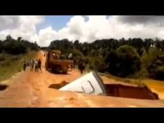 Bus Sucked Into Sinkhole and Swept Away By River, Brazil (RAW VIDEO)