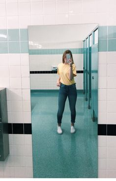 Teen Fashion - Outfits for Teens Cute Outfits For School, Basic Outfits, Teen Fashion Outfits, Cute Casual Outfits, Girl Fashion, Tween Fashion, Latest Outfits, Style Fashion, Fashion Dresses