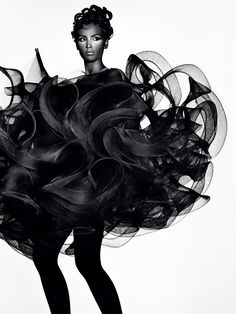 Future Beauty: Avant-Garde Japanese Fashion, is an exhibition of nearly 100 dresses, skirts, gowns and suits that celebrate the innovation of Japanese fashion designers. 3d Fashion, Editorial Fashion, Couture Fashion, Fashion Terms, Fashion 2014, Fashion Black, Trendy Fashion, Fashion Beauty, Rei Kawakubo