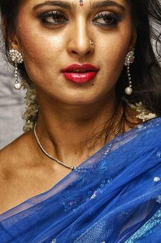 Beautiful Girl Indian, Beautiful Saree, Anushka Shetty Saree, Anushka Photos, Indian Actress Images, Beauty Full Girl, Beauty Girls, Actress Anushka, Blue Saree