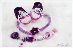 #Strickparadies - #Geschenke-#Sparset -#Schnullerkette/ #Sneakerschuhe/ #Haarband - 035