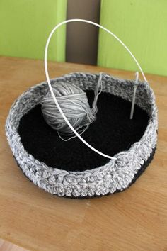 We are going to Romania for holiday and for this occasion I wanted to do a little bit more for the two animal organizations that I support . What I can do best is crochet so it was an easy and...