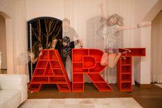 Estante Art  by Gavea Garage