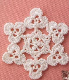 Um motivo gracioso formado por pequenos trevinhos tecidos em crochê...          GRAFICO CLIQUE AQUI