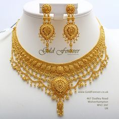Dubai Gold Jewelry, Real Gold Jewelry, Gold Jewellery Design, Gold Earrings Designs, Necklace Designs, Stylish Jewelry, Gold Necklace, Necklace Set, Bridal Jewelry