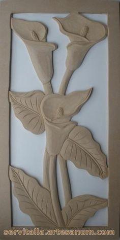Cuadro cartuchos tallado en madera - artesanum com Clay Crafts, Wood Crafts, Diy And Crafts, Diy Clay, Chip Carving, Wood Carving, Whittling Wood, Plaster Art, Ring Pillow Wedding