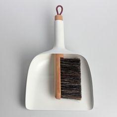 Large ps sweeper and funnel menu schaufel und besen Smart Design, Modern Design, Wooden Brush, Dustpans And Brushes, Dezeen, Interface Design, Magazine Design, Design Awards, Modern Lighting
