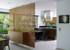 Стилизованная деревянная стенка на кухне
