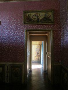 Appartements de Marie de Cossé-Brissac, maréchale de la Meilleray à l'Arsenal (Paris IV). Depuis sa chambre, vue vers son Cabinet Des Femmes Fortes (ou Cabinet Doré).